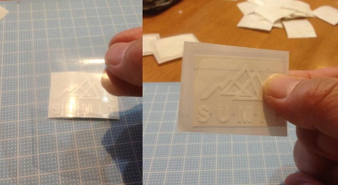 写真だと分かり難いのですが、透明なシートを上から貼り付けます(左) 完成(右)