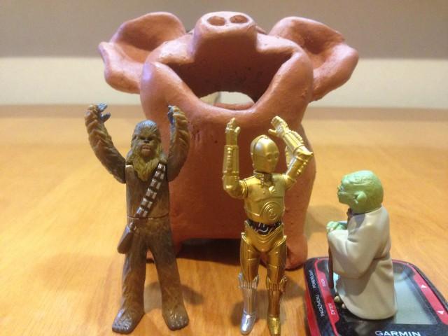 Phase1の体重目標を達成したぶーこを祝うメンバー達 そして冷静に3POを見つめるヨーダ先生 『次はお主が結果を出す番じゃ!』