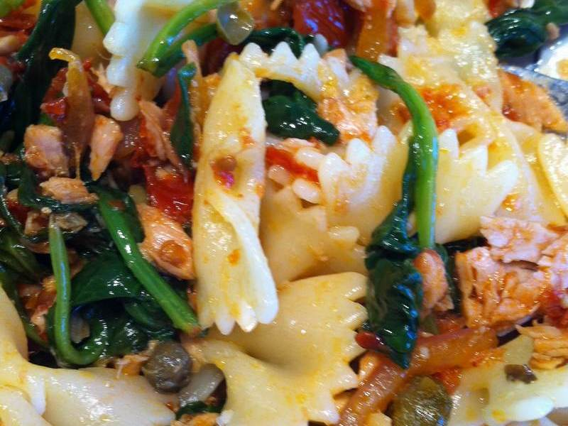 Pasta with sun-dried tomato, spinach and basil – True Confessions