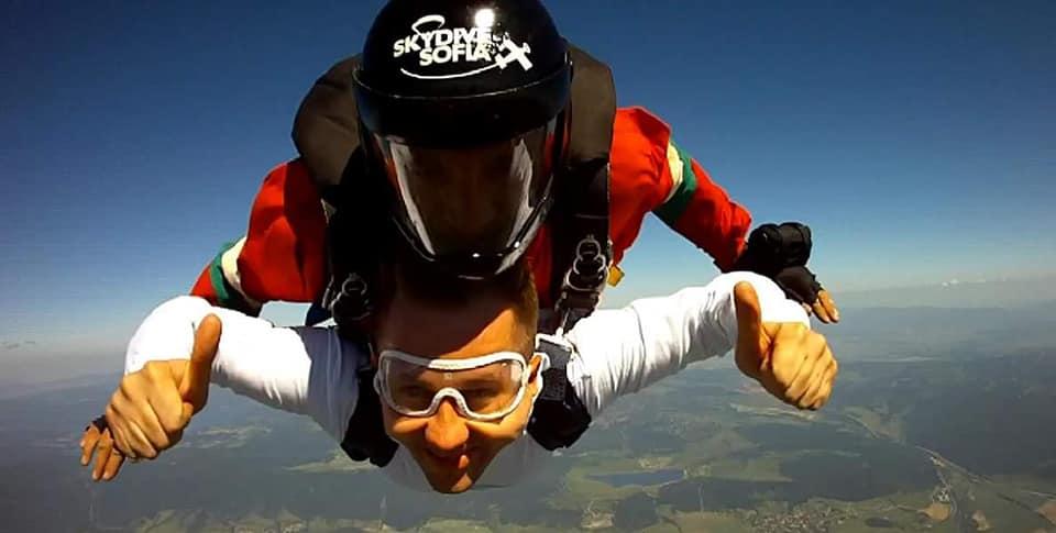 Скок с парашут от 3500 метра височина