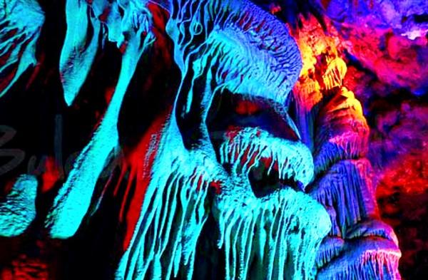 """Пещера """"Венеца"""" – омайното подземното царство (видео)"""