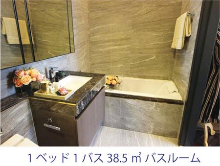 最小構成のユニットにも関わらす、バスタブは標準設定で、独立シャワーブースも付いています