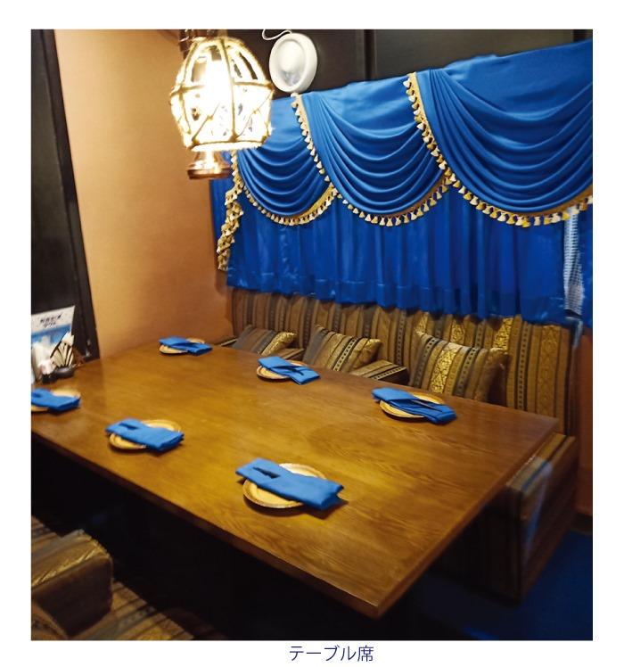 クルーズレストランのテーブル席