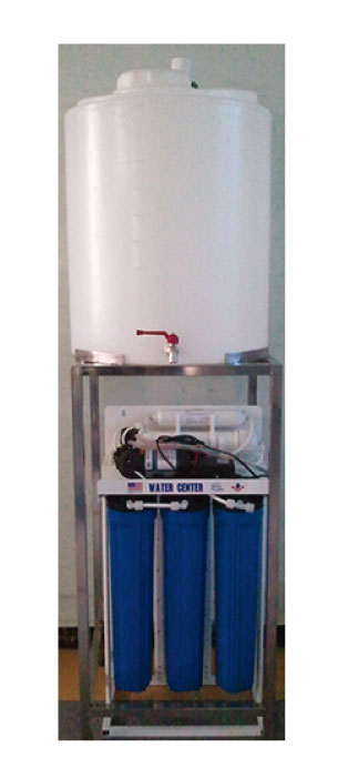 スタンドタイプ純水器 200L大容量で蛇口付き。飲食店等で大量の水を使う時に便利です。