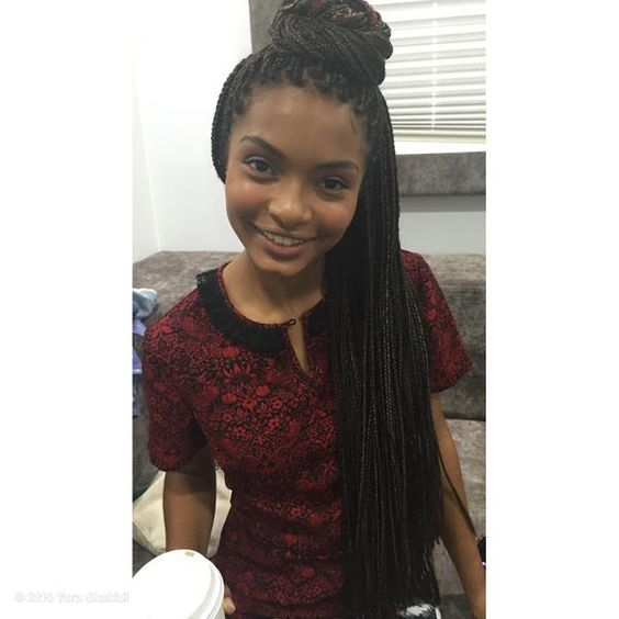 Blackish Star Yara Shahidi Rocks Waist Length Braids In