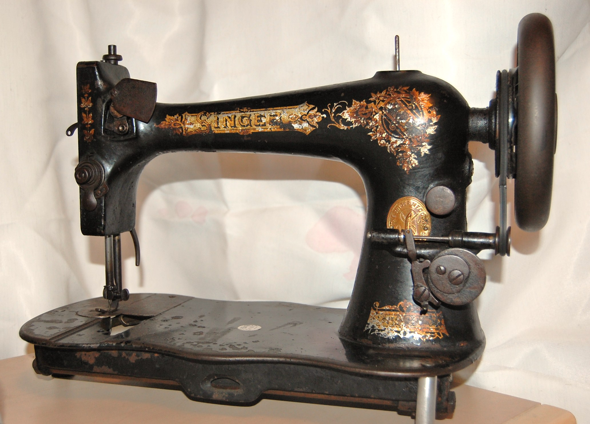 1871 singer sewing machine. Black Bedroom Furniture Sets. Home Design Ideas