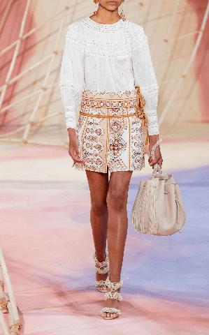 Image_Moda_operandi_sharia_ printed_cotton_mini_skirt_model_show