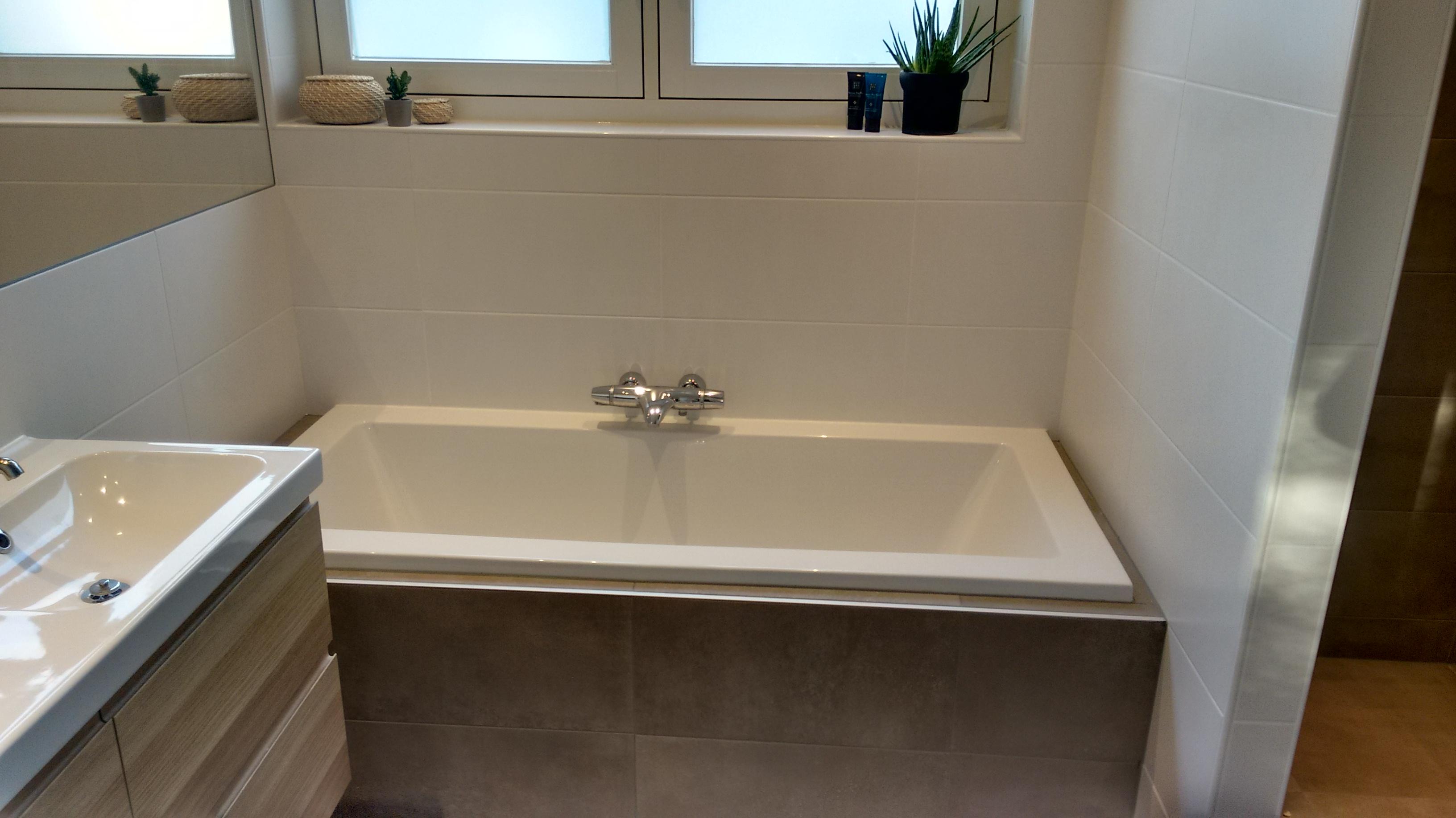 Badkamer Nieuw Betegelen : Badkamer plaatsen en betegelen door klussenbedrijf j jongbloed