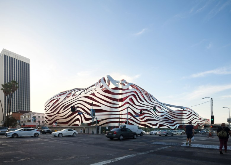 005-petersen-automotive-museum_cultural_cars_kpf_los-angeles_usa_dezeen_1568_4