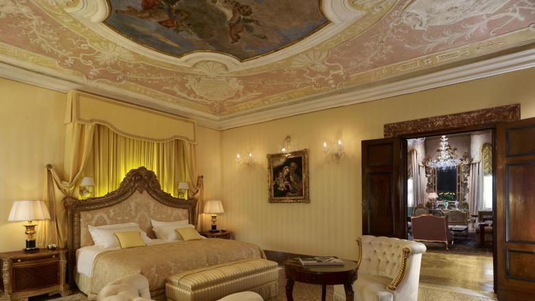 lux72gr-123585-Doge-Dandolo-Royal-Suite---Bedroom