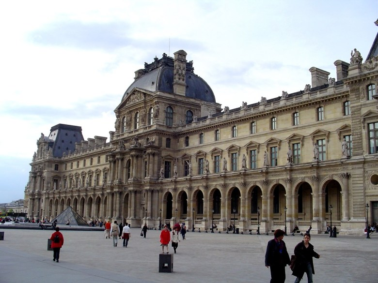 Louvre_Rightwing_from_Plaza
