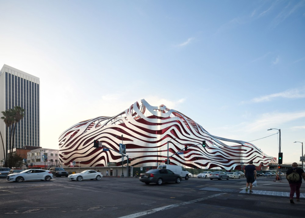 005 Petersen-Automotive-Museum_Cultural_Cars_KPF_Los-Angeles_USA_dezeen_1568_4