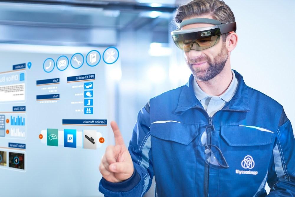 tkE-Composing-HoloLens-3-2-sl