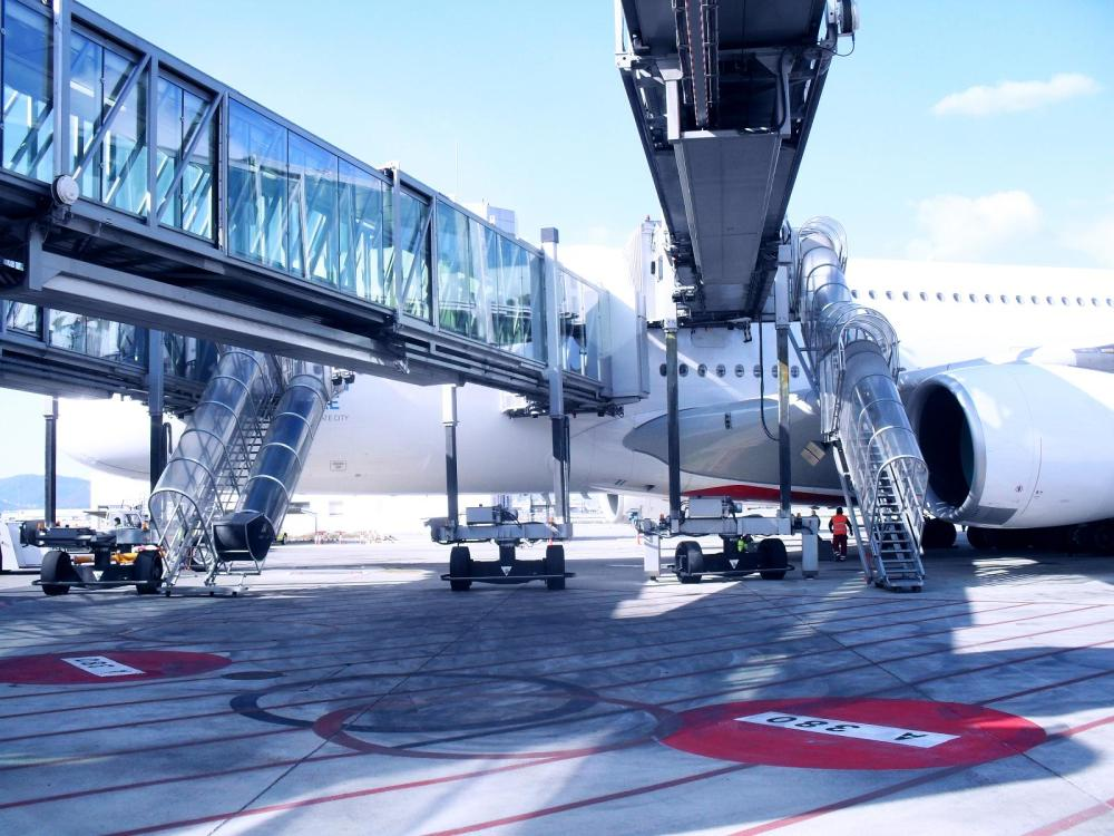 tkE_Airport_Mobility