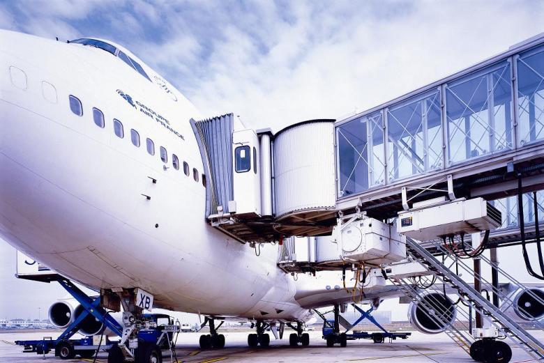 Fluggastbrücken A380, Charles de Gaulle