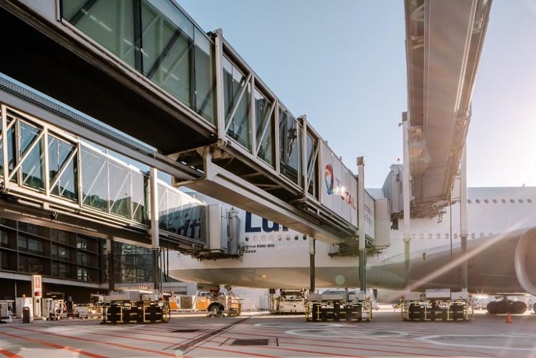 thyssenkrupp_Elevator_PBB_at_Frankfurt_Airport_2