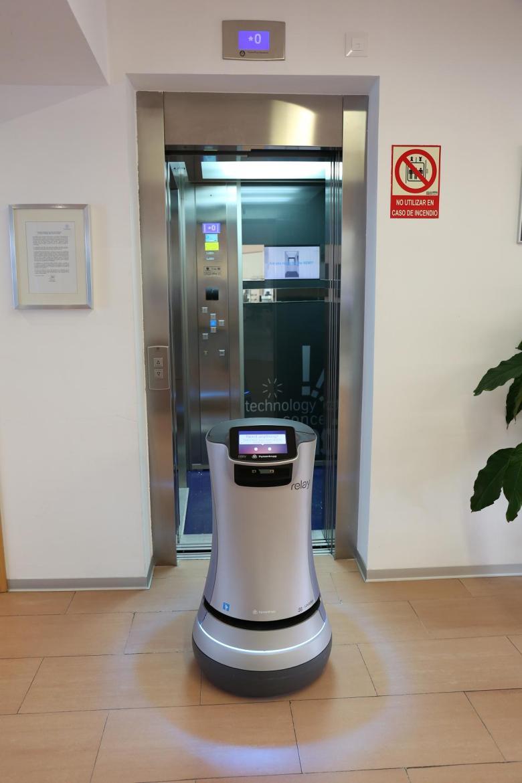 3 Robot at elevator