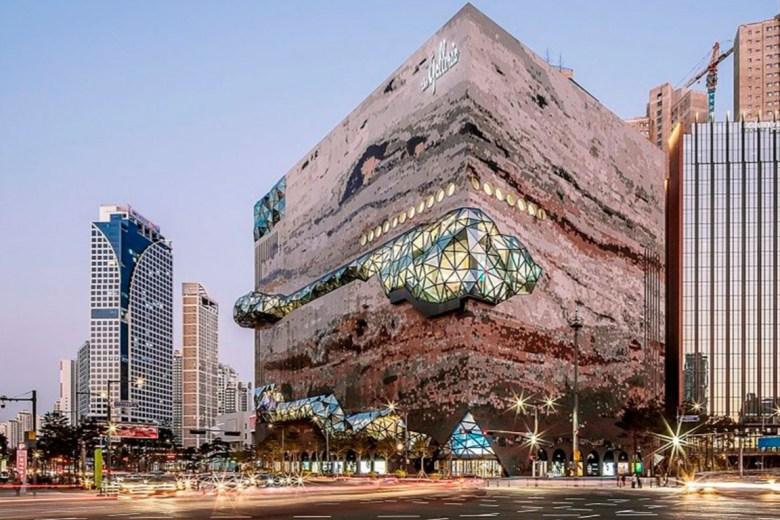 El centro comercial The Galleria ha abierto sus puertas en Gwanggyo, Corea del Sur, con un espectacular edificio que simula ser una enorme roca.