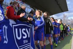 Annalena Breitenbach nach einem Spiel gegen Bayer 04 Leverkusen; Foto: Jürgen Scheere