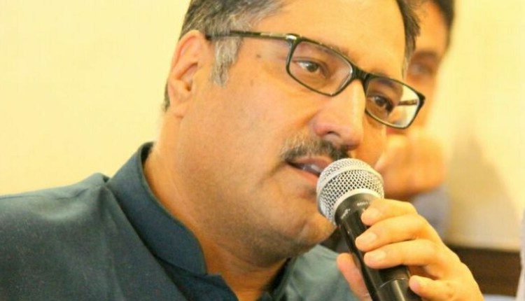 Thousands throng Shujaat Bukhari's funeral in his ancestral village