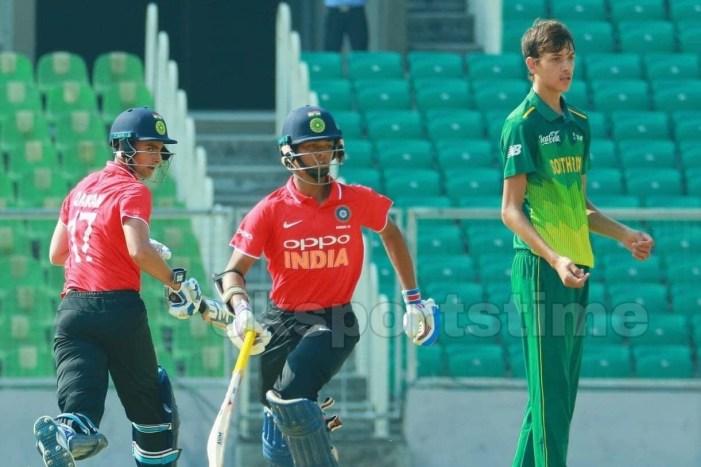 U-19 Quadrangular: India U-19 beats South Africa,Qamran Iqbal wins man of the match award