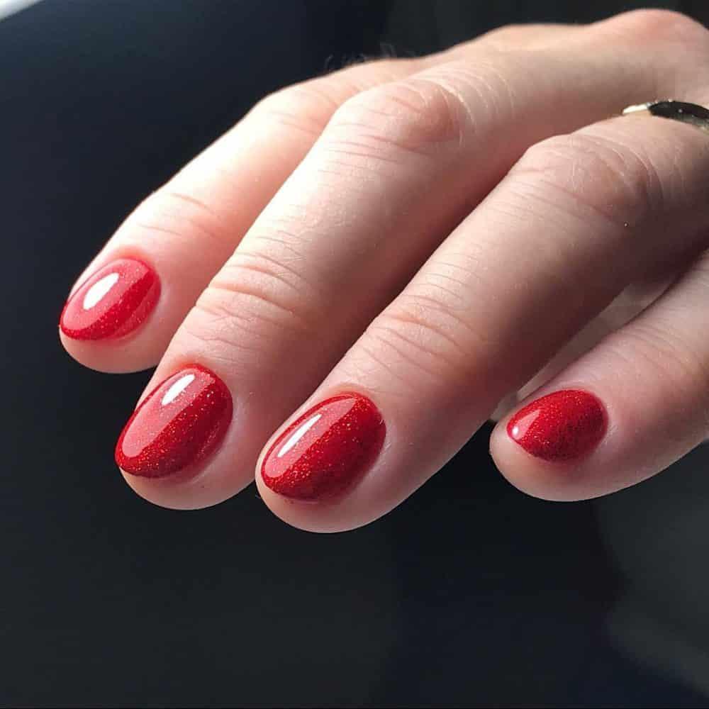 Ярко красный маникюр на короткие ногти (51 фото)