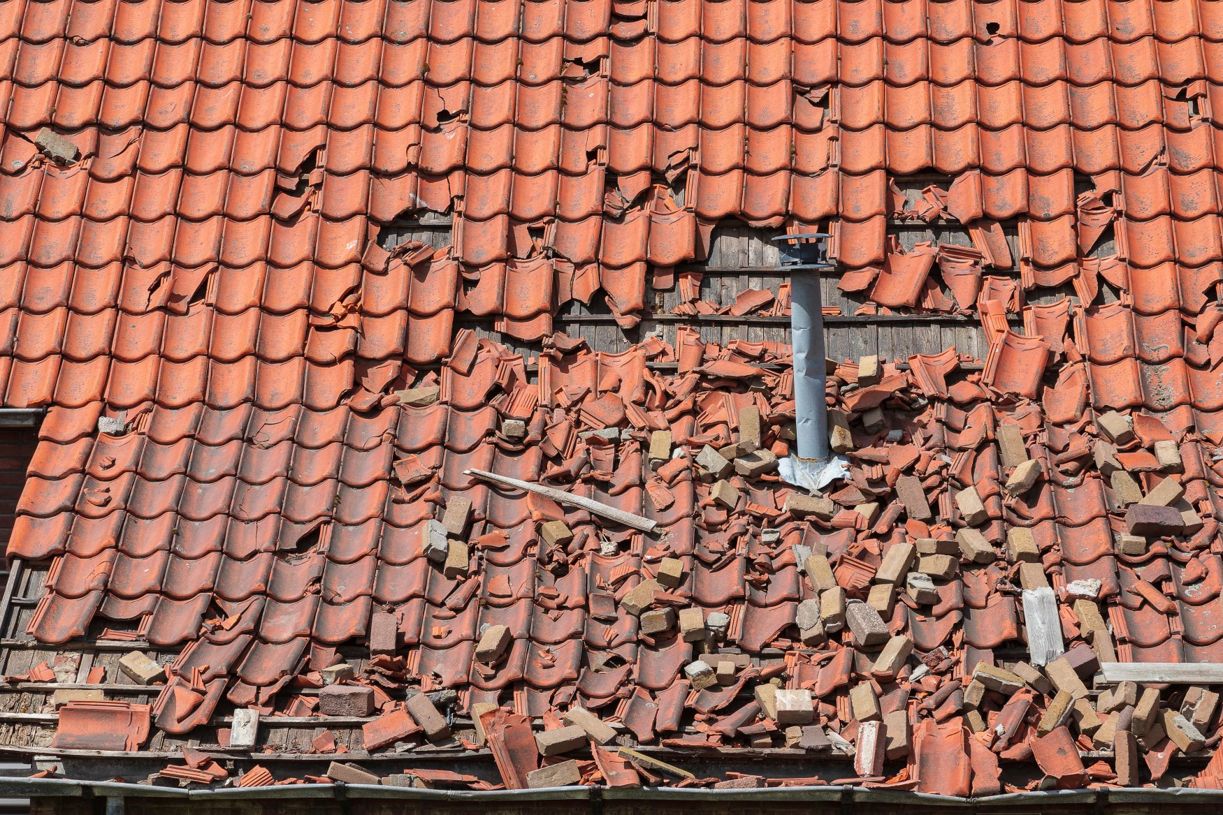 roofing contractors in Arizona - damaged tile roof