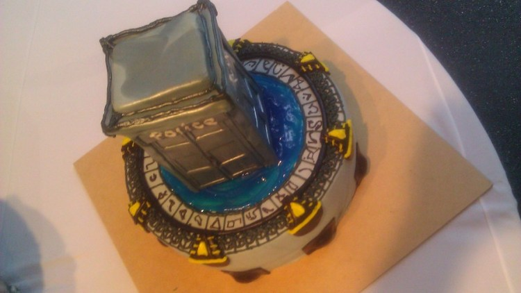 681904hftB_stargate-and-dr-who-grooms-cake_900