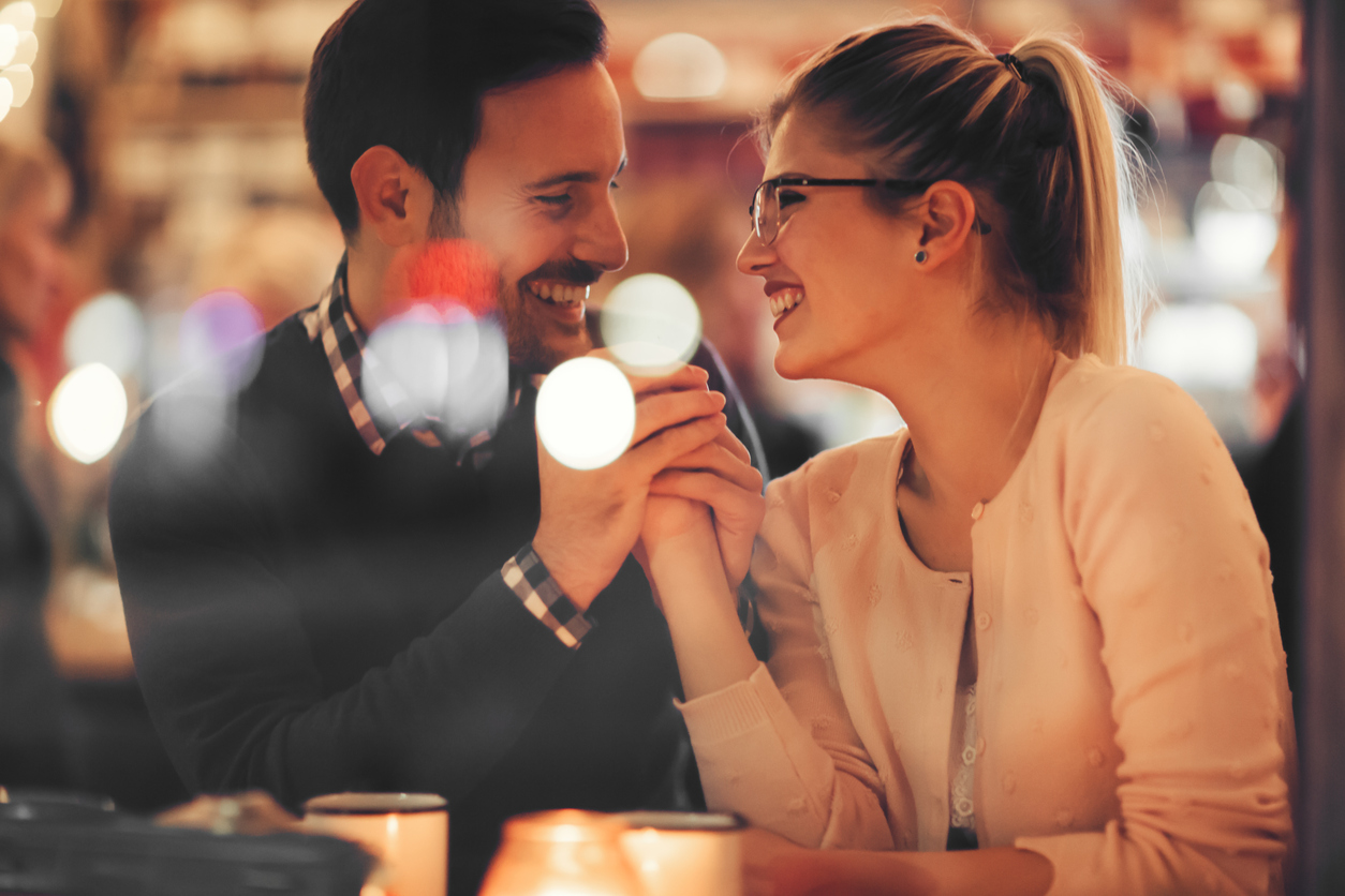 8 Signs You & Your Date Have Great Chemistry