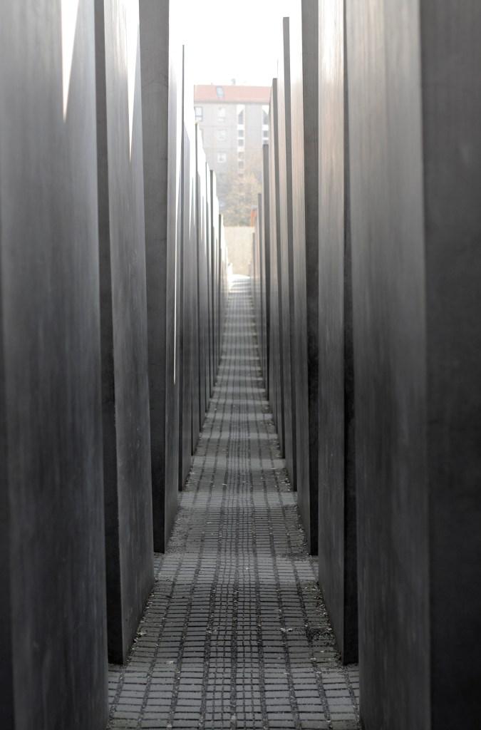 Joods monument voelt als een doolhof