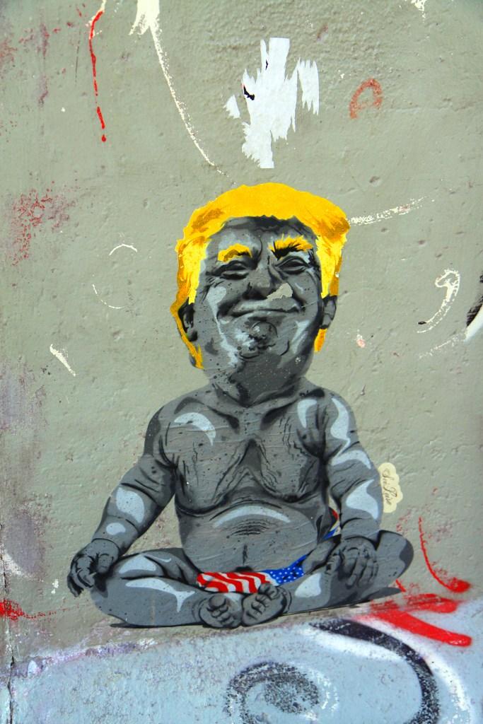 Baby Trump op de muur