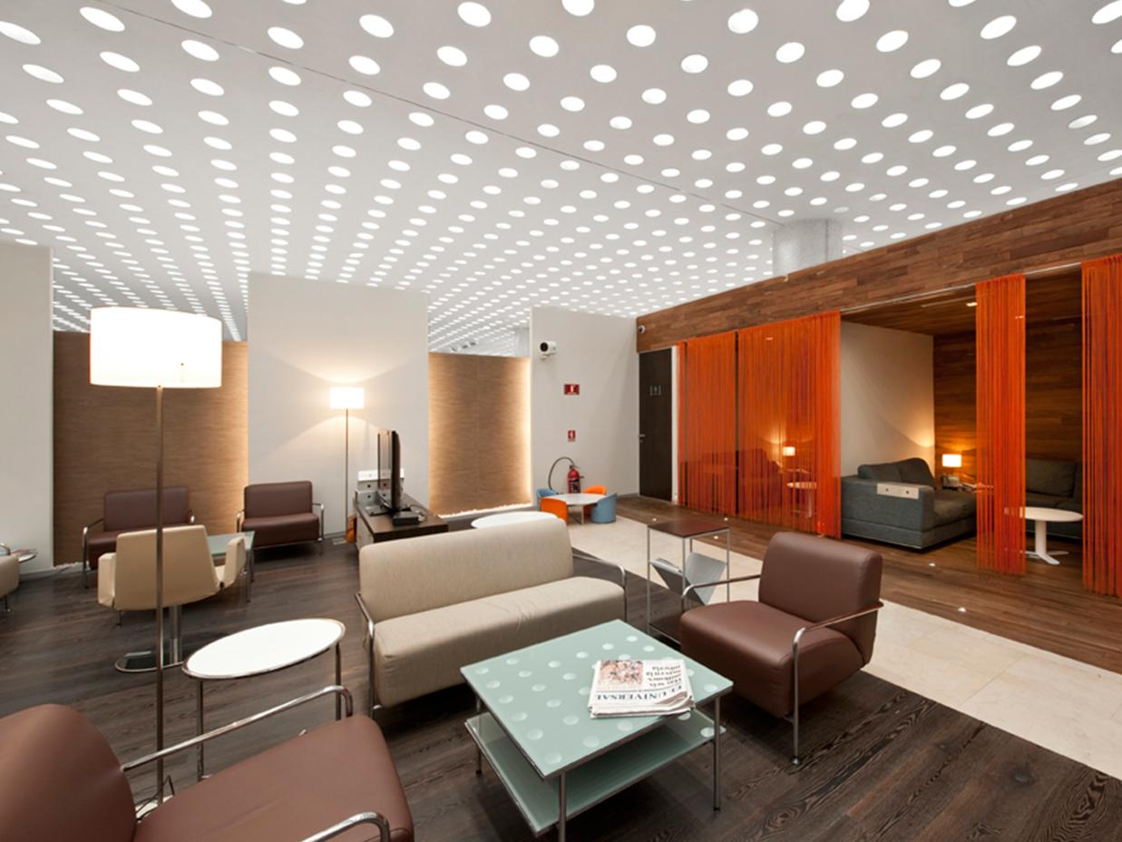 La iluminaci n de la oficina puede ser divertida y moderna for Iluminacion led oficinas