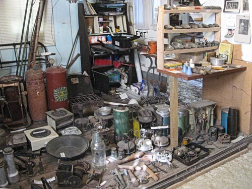 Thermos flasks, Thermette, plug-in electric rings, carbide gas lighting system, gold pan, gas burners, salt and pepper shakers, baking moulds, keg spigots, etc etc etc. Typical of the mad (but not maddening) confusion of displays.
