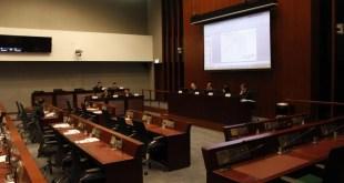 立法昨午就政府計劃於香港島與大嶼山之間的中部水域,興建人工島的前期研究作討論。有議員同意興建人工島,表示能紓緩土地供應問題。(龍苑儀攝)
