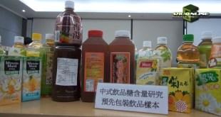 消委會提醒市民,一般帶酸飲品需較多糖中和酸味,選擇時不要因味道不甜而誤以為飲品健康。(影片截圖)