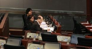 張建宗表示未來會探討如何保障議價能力低的僱員。 (戚芊芊攝)