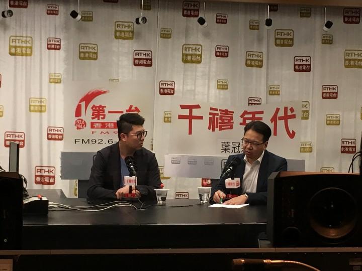 立法會議員劉國勳及專業議政成員莫乃光評論3名行政長官選舉候選人的論壇表現。(葉嘉兒攝)