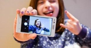 有研究發現,自拍照可助分析及診斷罕見遺傳病。(網上圖片)