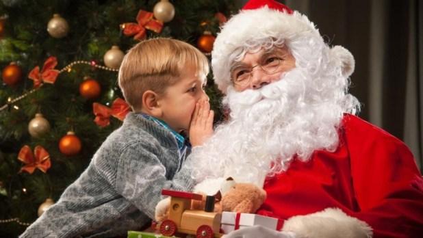 美國一名小學女代課教師向學生表示聖誕老人不存在,一切都只是他們父母假裝玩偶四處走動,半夜潛入他們的房間,並把聖誕禮物放下。(網上圖片)