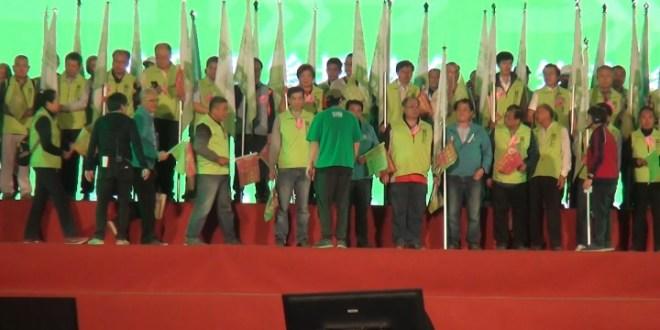競逐連任台灣總統的民進黨蔡英文,以及國民黨總統候選人韓國瑜,在選舉投票前一日分別於高雄舉行造勢晚會作最後的拉票。(影片截圖)