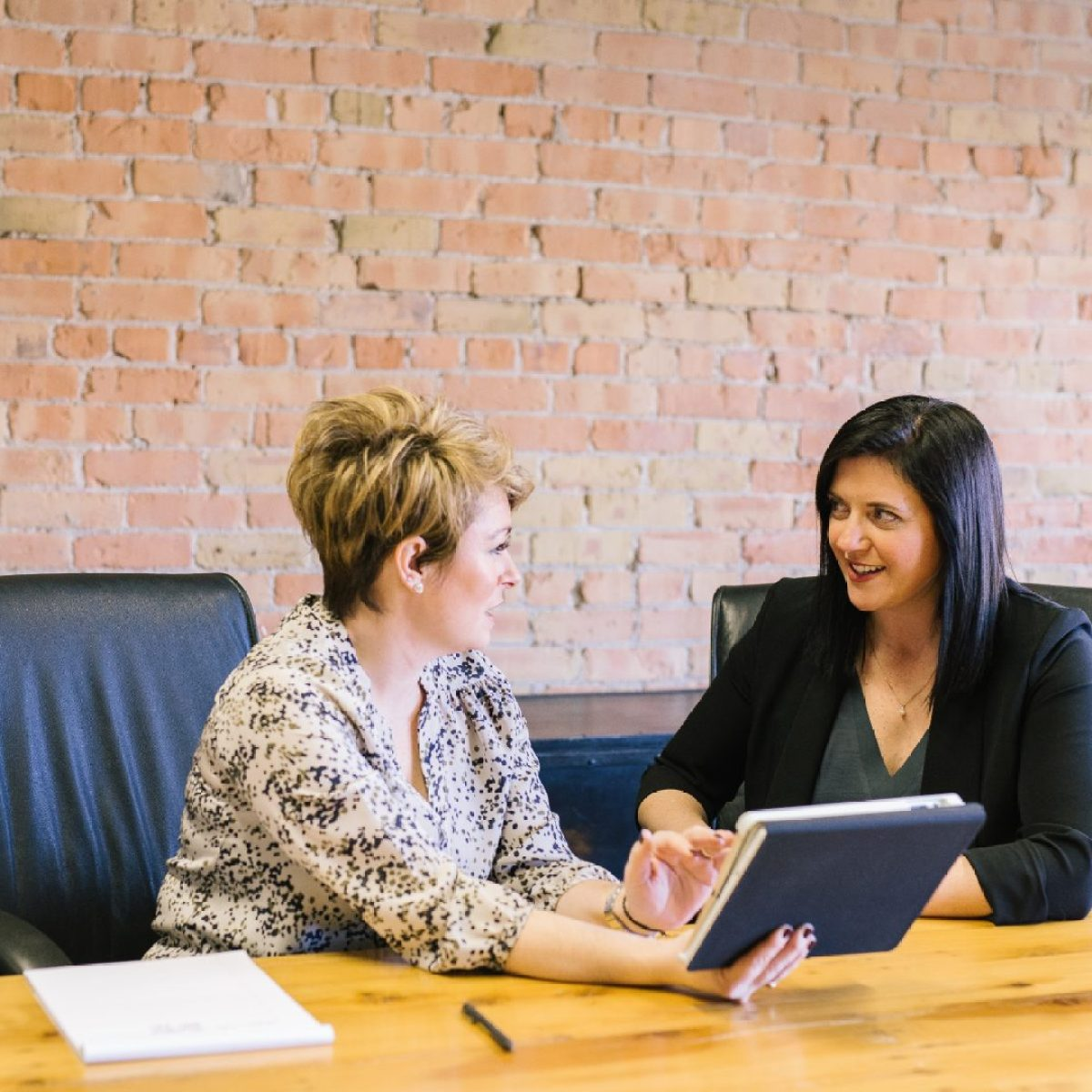 1 on 1 accountants meeting at desk two women