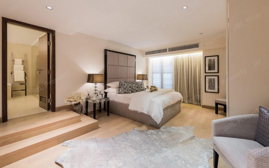 Fountainside Villa Master Bed