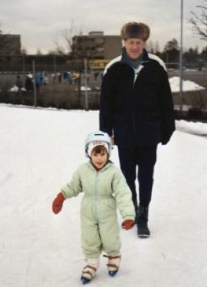 La pequeña Sofia junto con su abuelo paterno Stig Hellqvist en enero de 1988. (Foto: Familia)