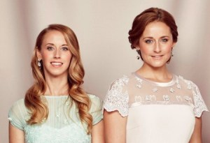 Sara y Lina Hellqvist, hermanas de la ahora princesa princesa Sofía de Suecia. Foto: Cortesía Kungahuset.se / Mattias Edwall