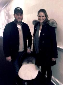 La princesa Magdalena y su marido Christopher O'Neill saliendo del hospital en Nueva York en febrero del 2014 con su hija Leonore recién nacida: (Foto: princesa Magdalena)