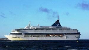 La operación de salvamento en el lugar del naufragio se dirige desde el «M/S Silja Europa». Cuatro años antes el «M/S Estonia» se llamaba «M/S Silja Star» y formaba parte de la compañía sueca Silja Line. (Foto: Tallart/Wikimedia Commons) - Pulsar para ampliar