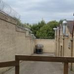 El muro que rodea toda la prisión. (Foto: © M.Mielgo - JMNoticias)