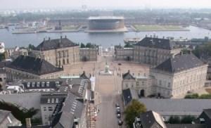 Estos son los cuatro (palæ) palacetes, que no palacios, que forman el complejo residencial de Amalienborg, en Copenhague, la capital de Dinamarca. (Foto: Wikimedia Commons)