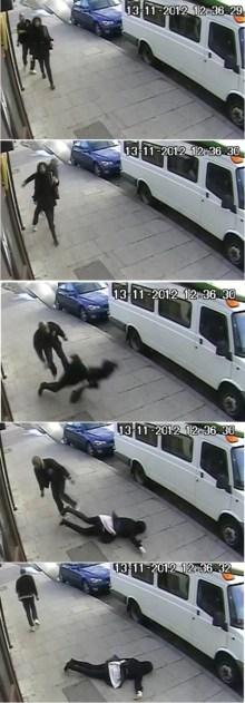 El hombre ataca a la chica sin motivo y la deja inconsciente en el suelo (Foto: Vídeo Policía) PULSAR PARA AMPLIAR