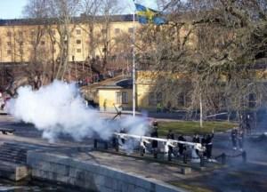 Dos salvas de 21 cañonazos desde las baterías de Skeppsholmen (El islote de los barcos) para anunciar el nacimiento. (Foto: Holger Ellgaard - Wikimedia Commonsl) - Pulsar para ampliar -